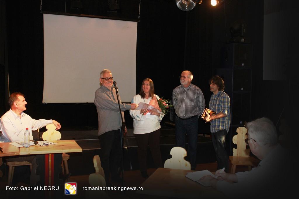 1 Valentin Tigau si  Simona Lazar alaturi de Corneliu Vlad si Victor Roncea - Premiul Mile Carpenisan 2016 Civic Media Basarabia Bucovina Info