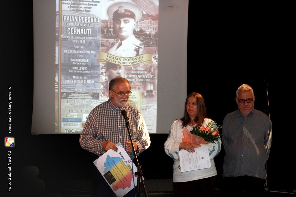 2 Valentin Tigau si  Simona Lazar alaturi de Corneliu Vlad si Victor Roncea - Premiul Mile Carpenisan 2016 Civic Media Basarabia Bucovina Info