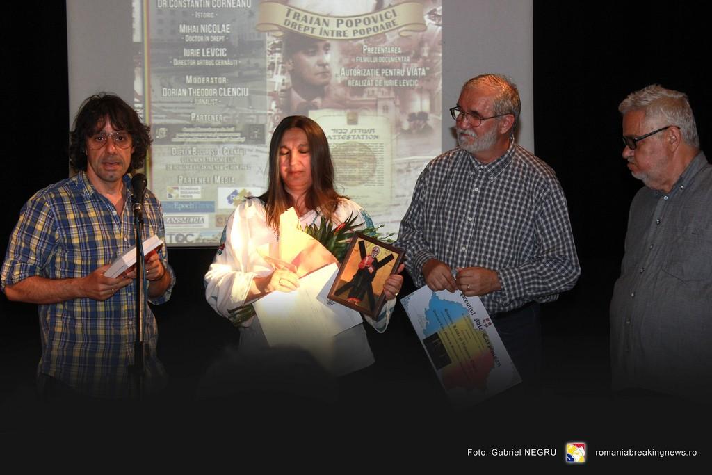 3 Valentin Tigau si  Simona Lazar alaturi de Corneliu Vladsi Victor Roncea - Premiul Mile Carpenisan 2016 Civic Media Basarabia Bucovina Info